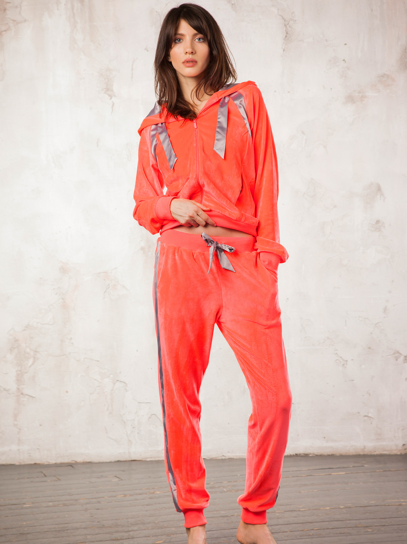 Брюки mysticite velvetБюстье<br>брюки<br><br>Цвет: Красный<br>Декор: Тесьма декоративная<br>Стилистика: Без стилистики<br>Направление: Бюстье<br>Пол: Женский<br>Материал: 92%ПЭ;8%ЭЛ<br>Размер: 3